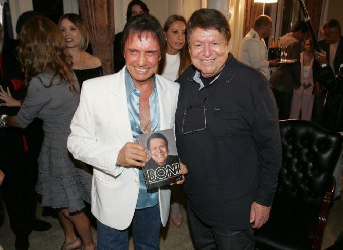 http://celebridades.uol.com.br/album/lancamento-livro-boni_album.htm#fotoNav=42